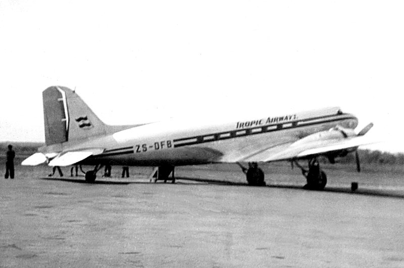 12414 ZS-DFB DC-3 Tropic Airways at Palmitefontein 1953 Anne Nicolaides-800
